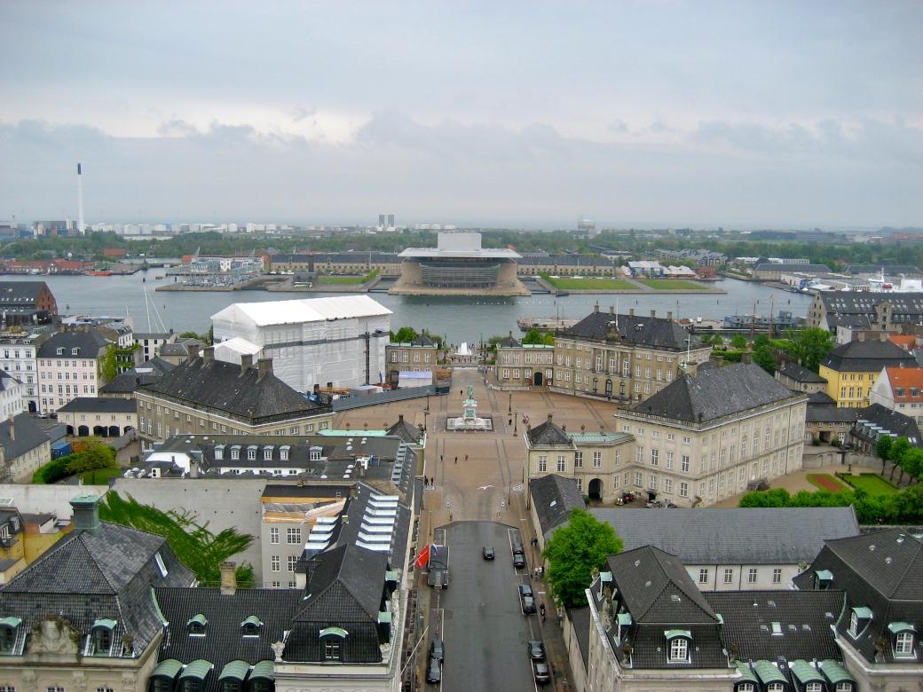 Fra tårnet på Marmorkirken ses Operaen