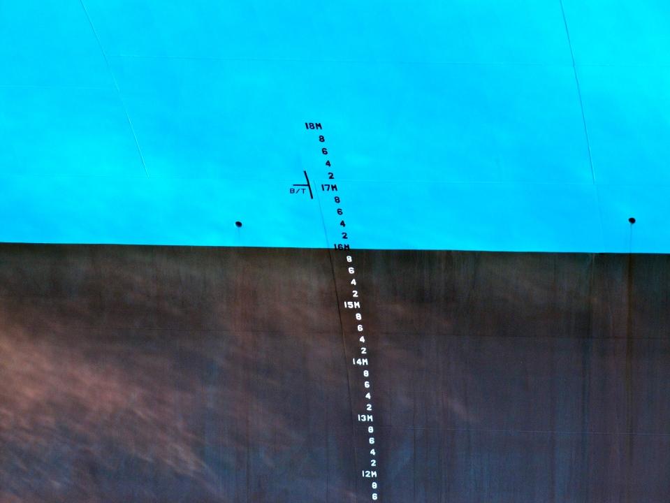 Majestic Mærsk stikker 16 meter, når det er lastet.