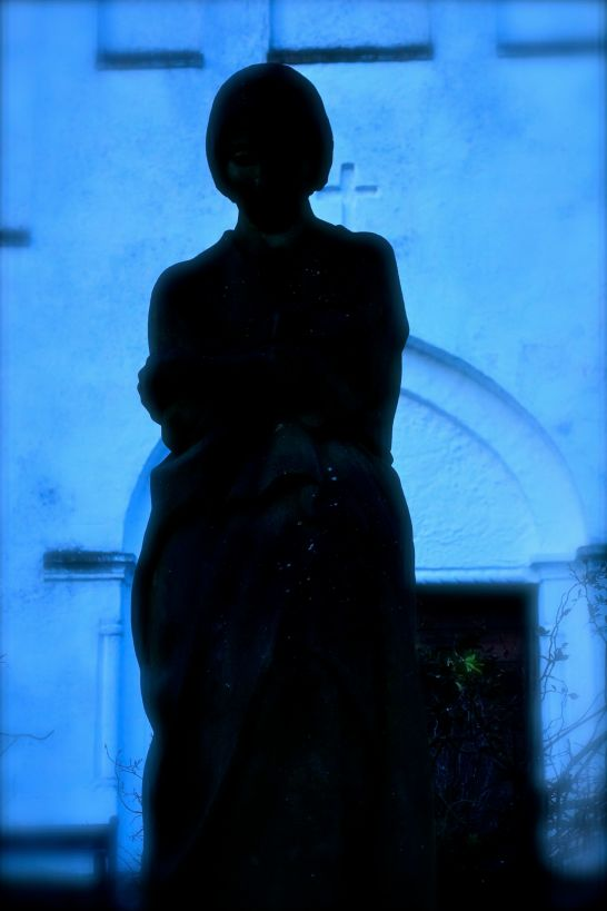 Kvindestatue foran Lottenborg Kapel