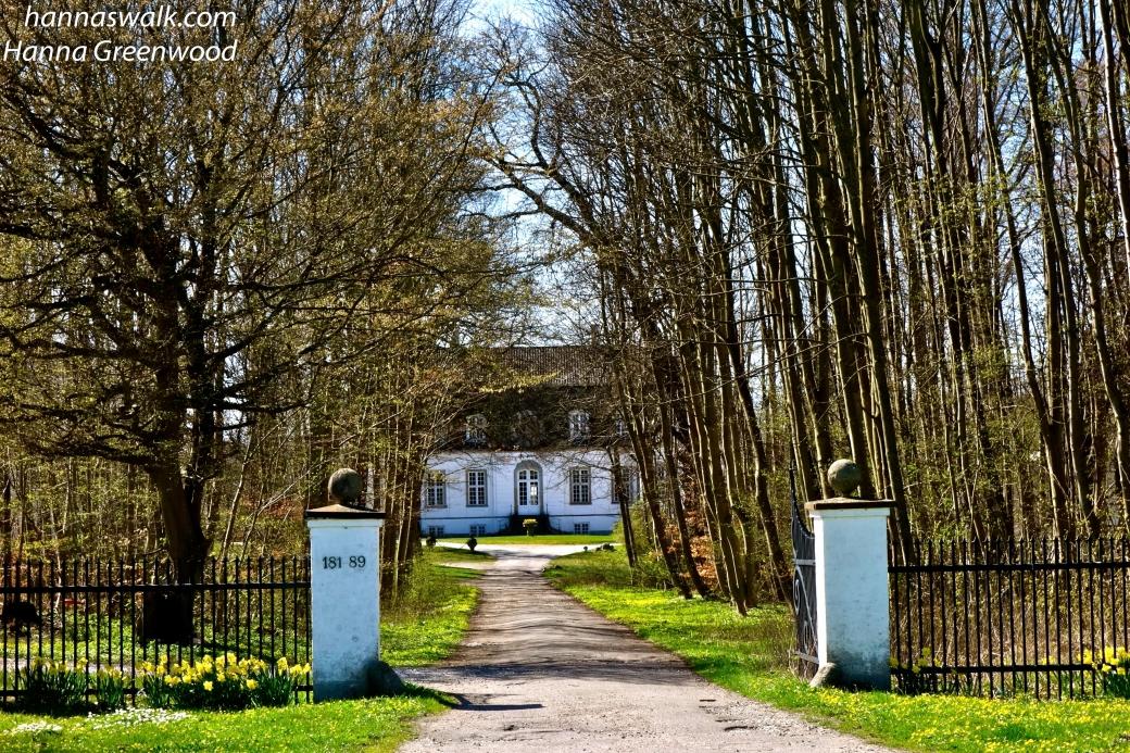 Indgangen til Frederiksdal Slot